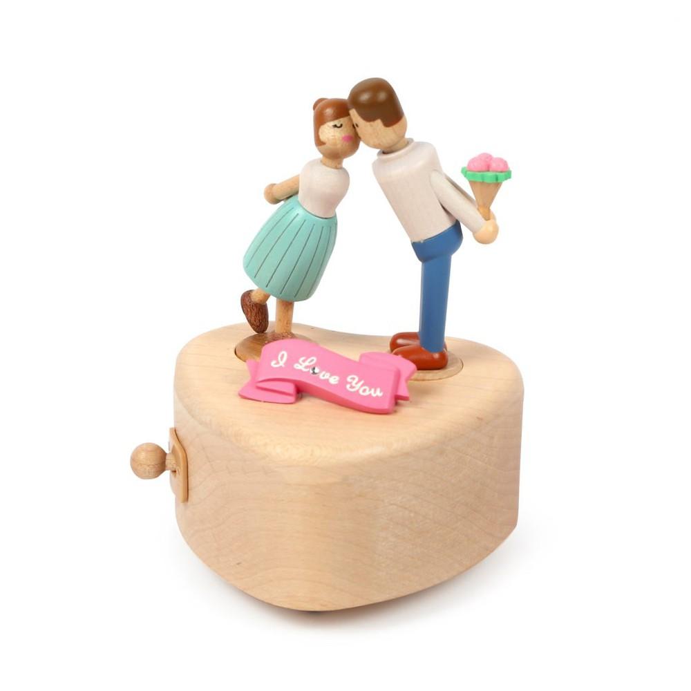 Caja musical madera regalo beso de pareja