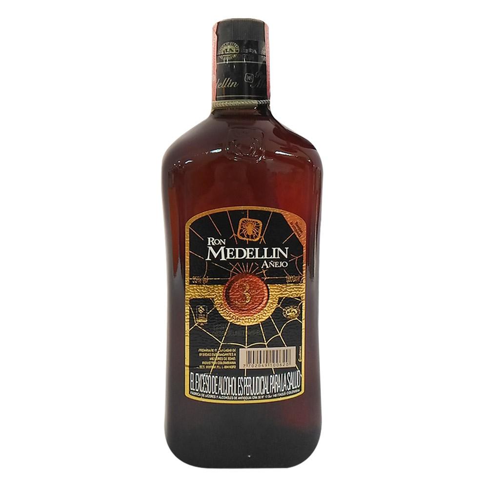 Ron Medellín botella
