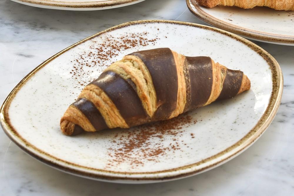 Croissant con chocolate