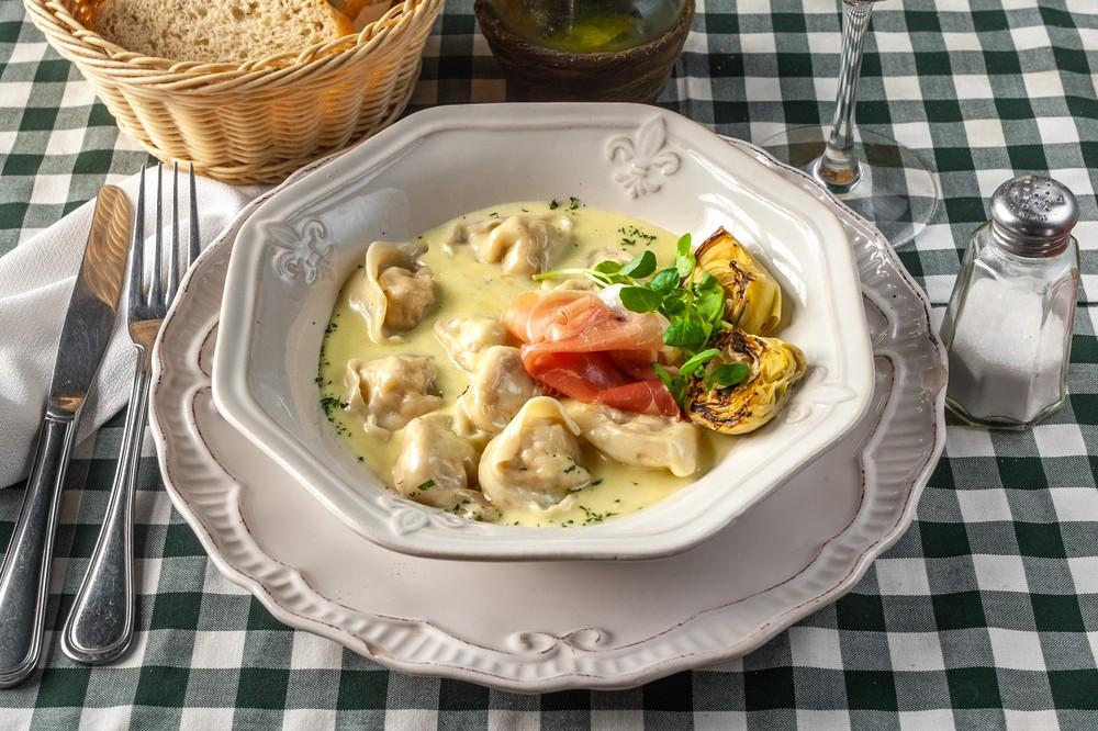 Capeletti di prosciutto di parma con salsa romana Bandeja aluminio (260 grs aprox)