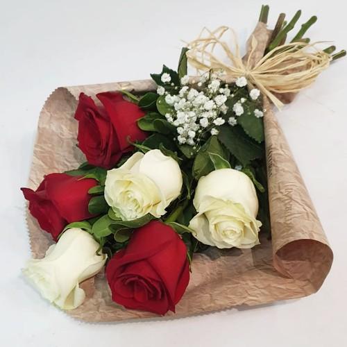 Ramo media docena de rosas bicolor  ( Flores Naturales ) 6 rosas bicolor.  ( Flores Naturales )