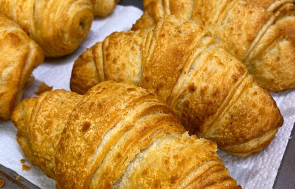 Croissant mantequilla disponible desde las 12:00hrs 90 grs. (Peso aproximado)