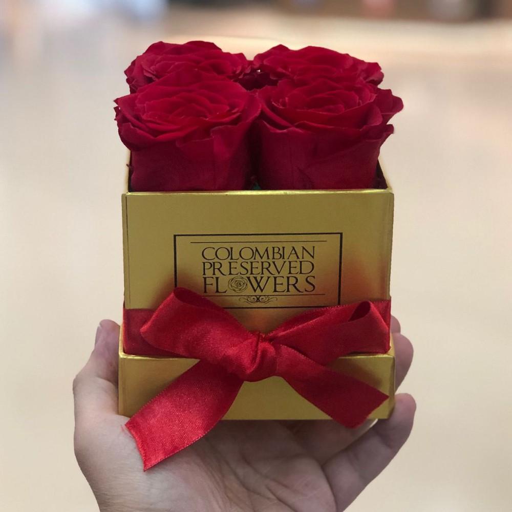Caja de 4 rosas rojas Medidas: 10x10cm