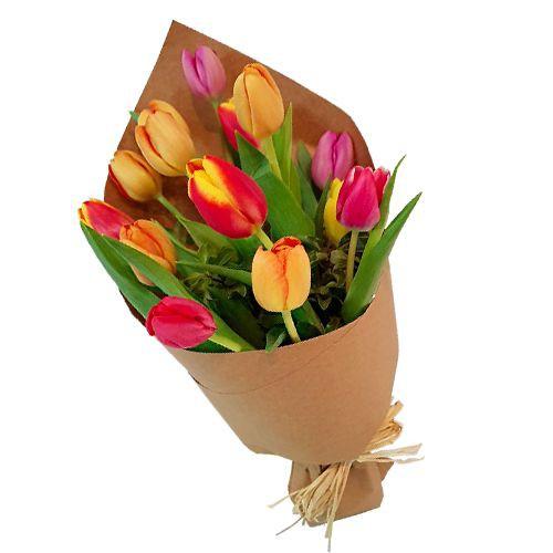 Ramo de 12 tulipanes en kraft  ( Flores Naturales ) Ramo de 12 tulipanes envueltos ( Flores Naturales )