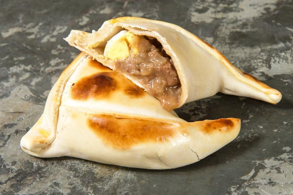 Empanada de mechada con queso mediana 120 gramos aprox