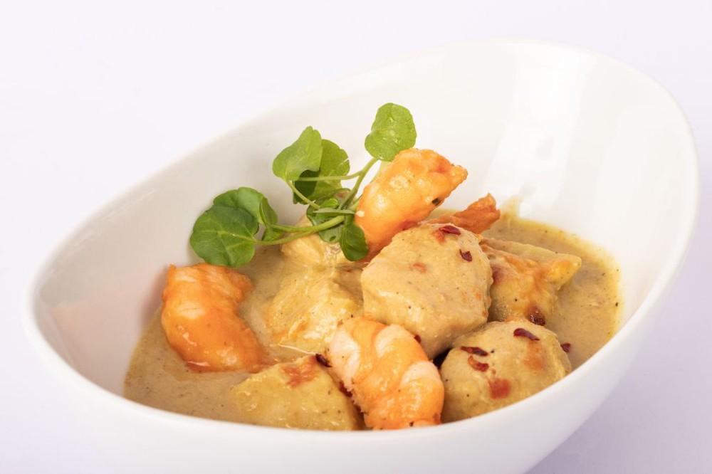 Curry camarón pollo