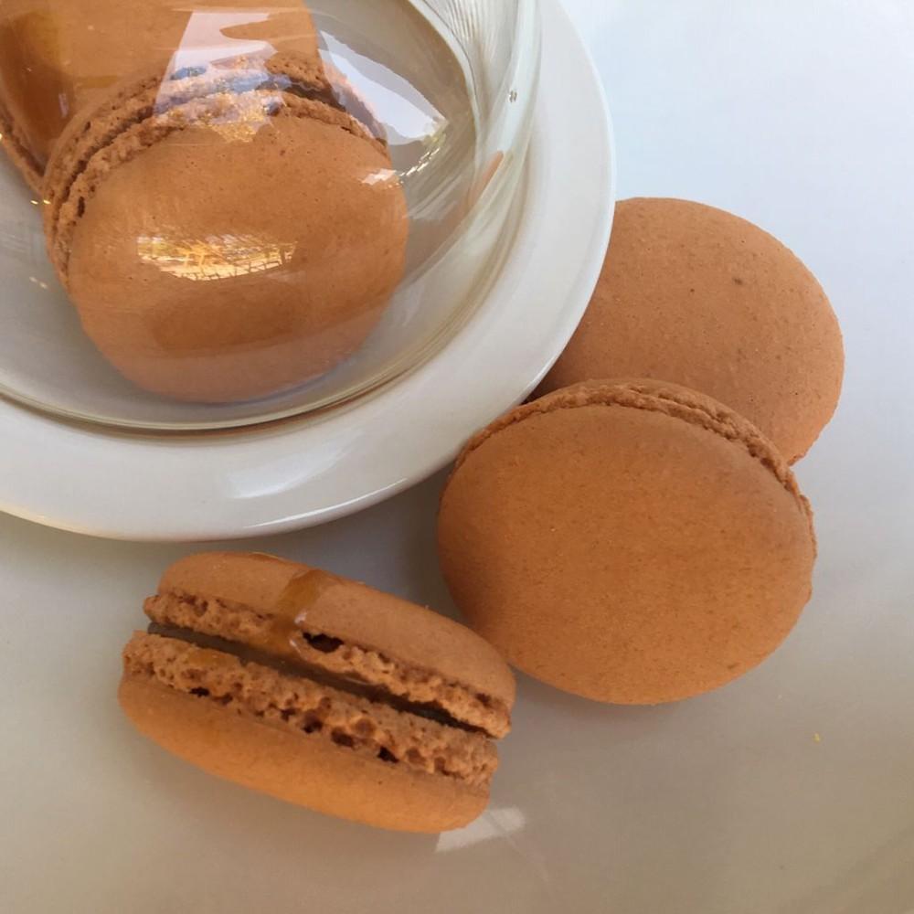 Macaron de Caramelo & Avellana Unidad