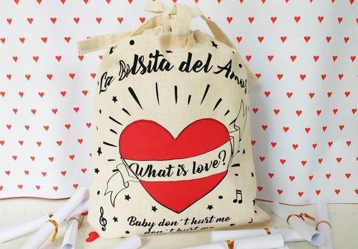 Bolsa del amor Medidas: 26 x 22,5 cm.