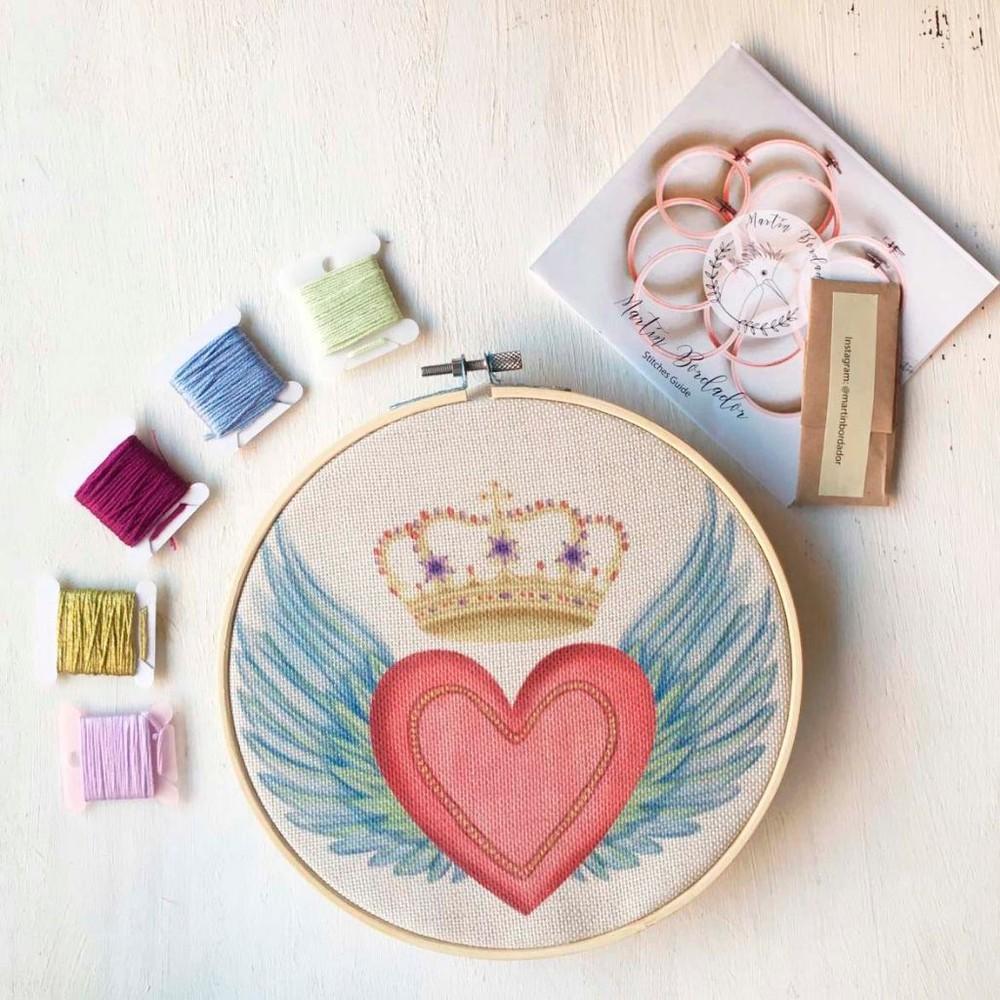 Mini kit para bordar sagrado corazón alas con corona