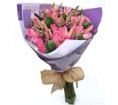 Rosas y Lirios Bouquet de Rosas y Lirios.