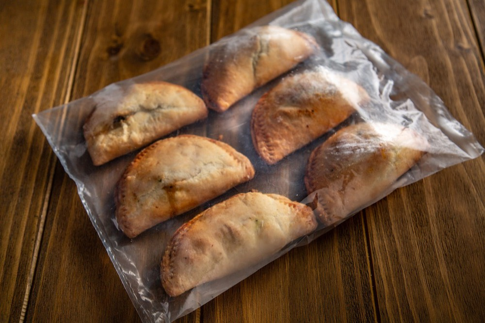 Empanadas de Pollo y Champiñones 1 Bolsa x 3 Und