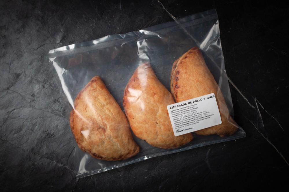 Empanadas de pollo y queso 1 Bolsa x 3 Und