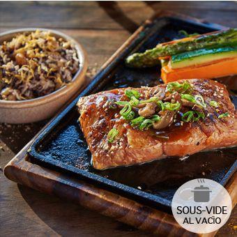 Teppanyaki de salmón 2 bolsas al vacío (calentar al baño maría) : 300gr Salmón con verduras mas 100gr arroz salvaje.
