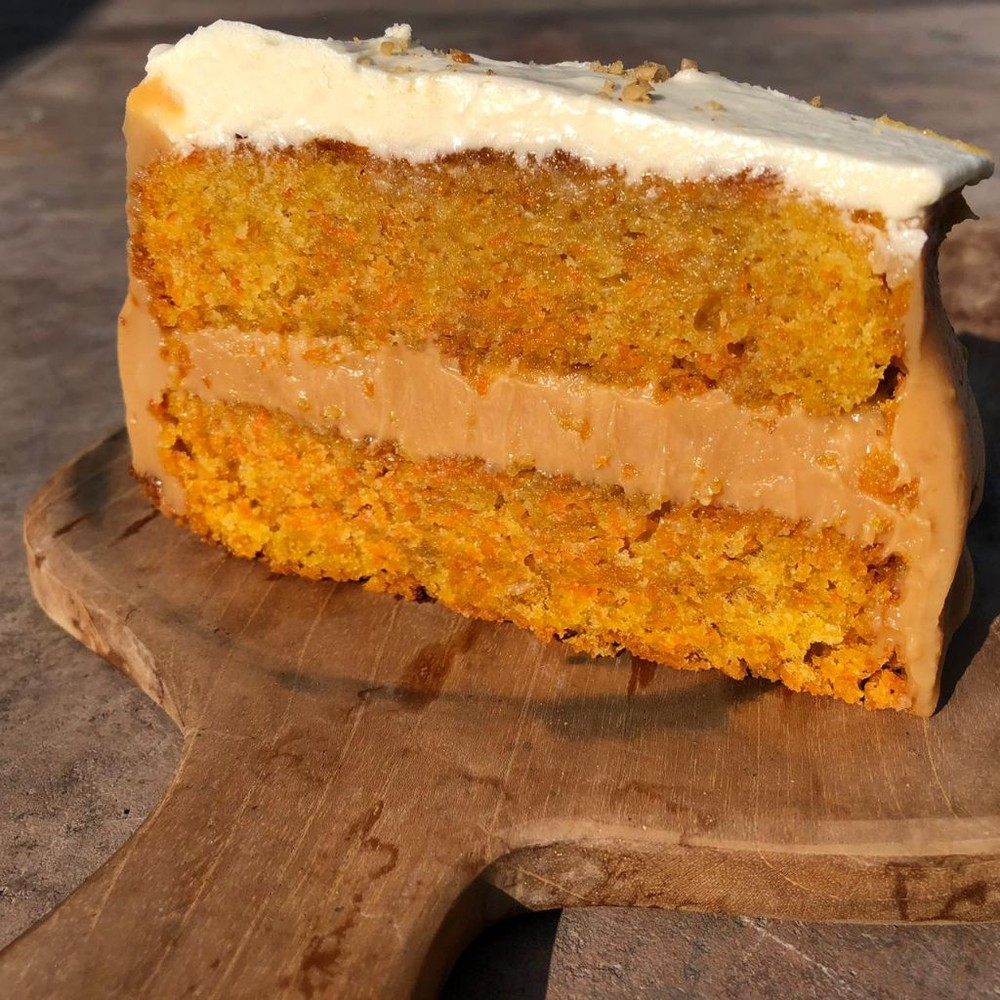 Porción de carrot cake