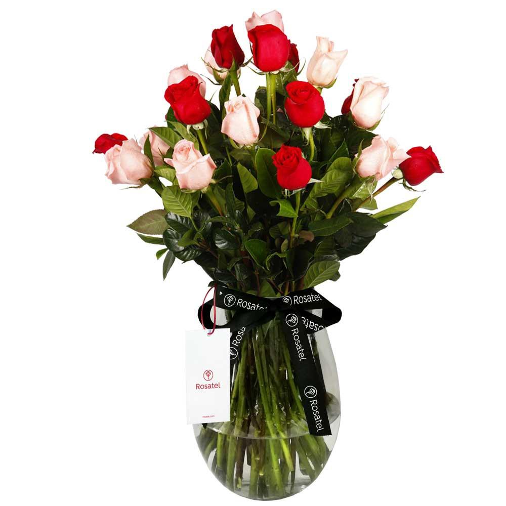 Florero con rosas y follaje 24 rosas