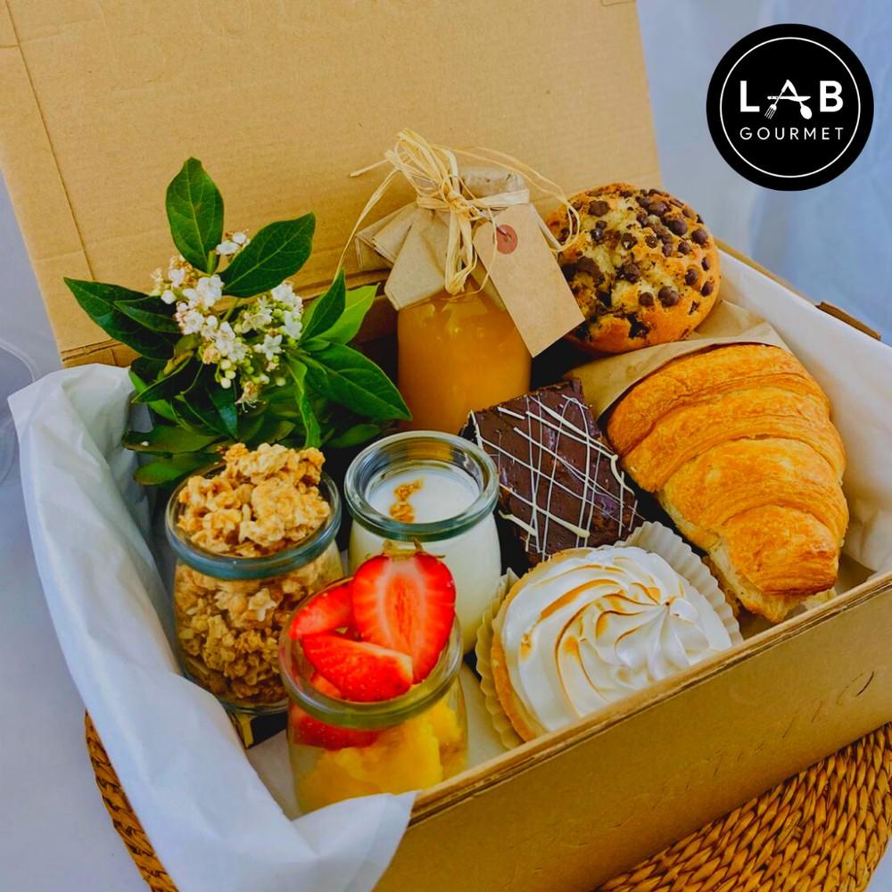 Caja desayuno campeones + té + torta 1 caja