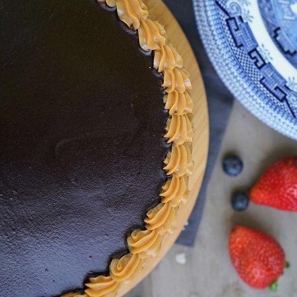 Torta panqueque chocolate manjar small 20 p. Diámetro aproximado 21 cms.