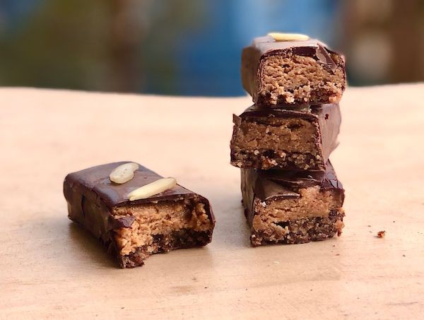 Barrita de snickers de maní veganas, sin azúcar, sin gluten. Barrita 100 gr.