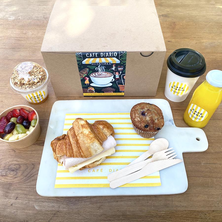Caja desayuno croissant jamón queso unidad