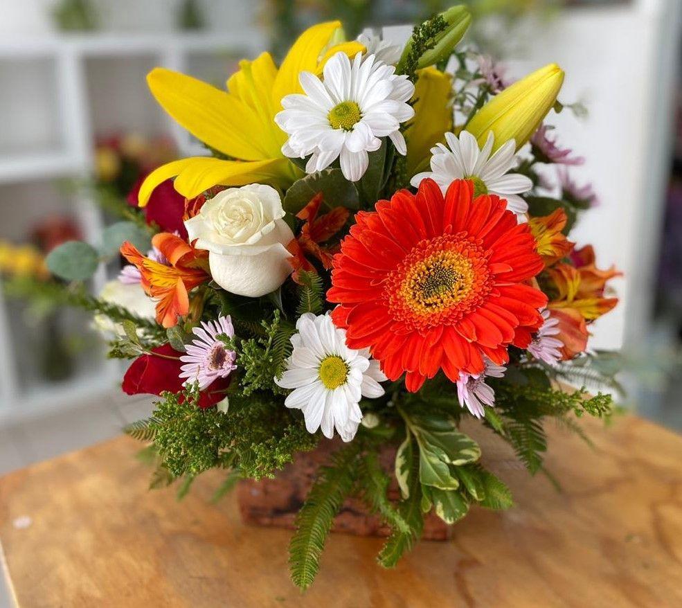 Rústico 12 flores en base de madera