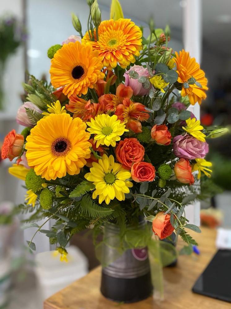 Regadera mediana regadera de zinc con 12 flores