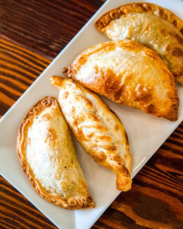 Empanada de jamon y queso 1 PC