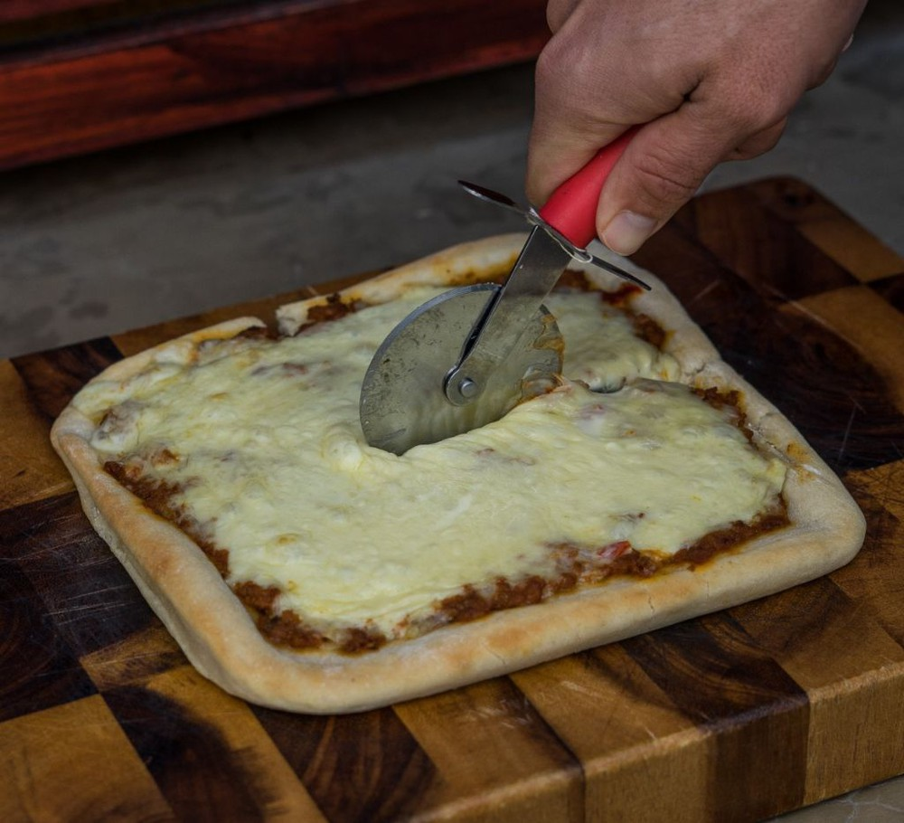 Pizza carne tradicional individual 20 x 20 cm aprox