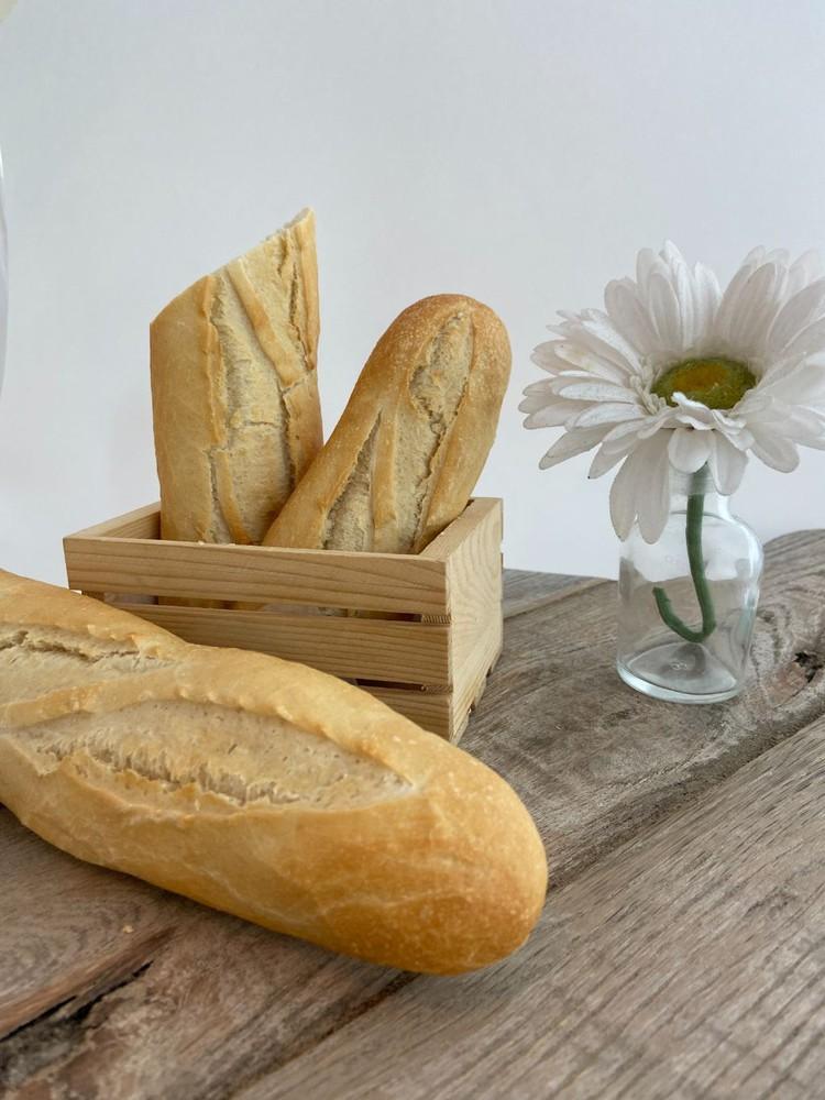 Fresh baked white baguette 8.25 oz.