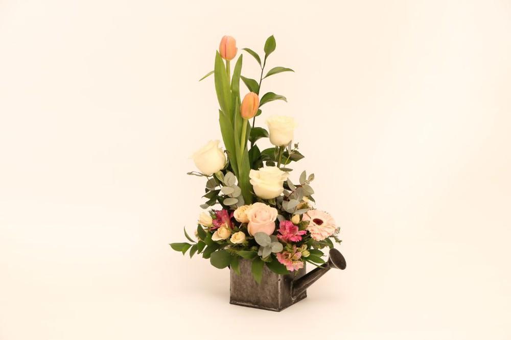 Regadera cuadrada 20 flores en base de zinc.