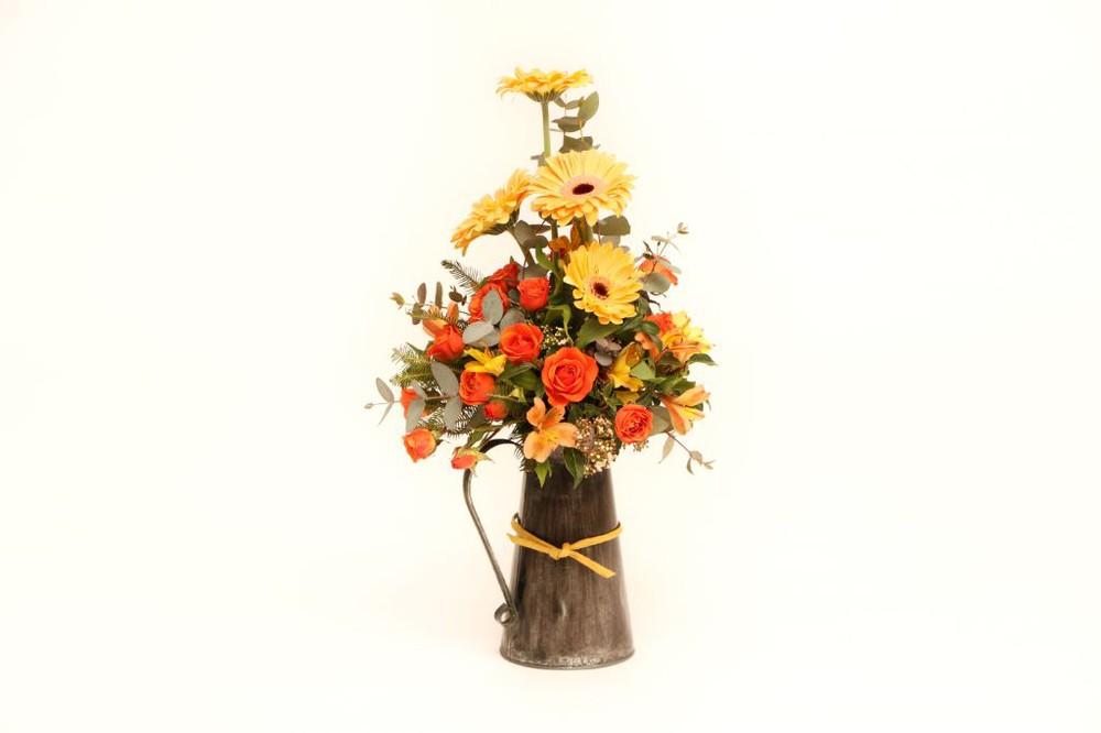 Jarra gris 15 flores en base de zinc