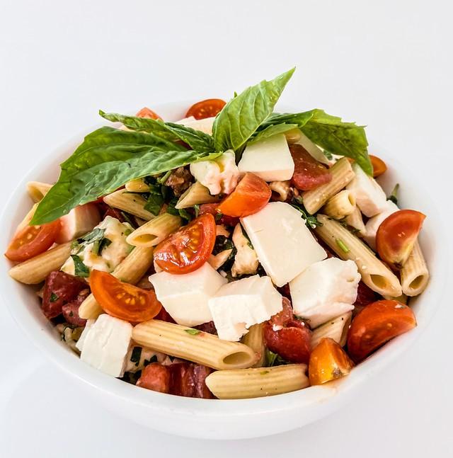 Penne caprese pasta salad 1lb, minimum size 0.25lb