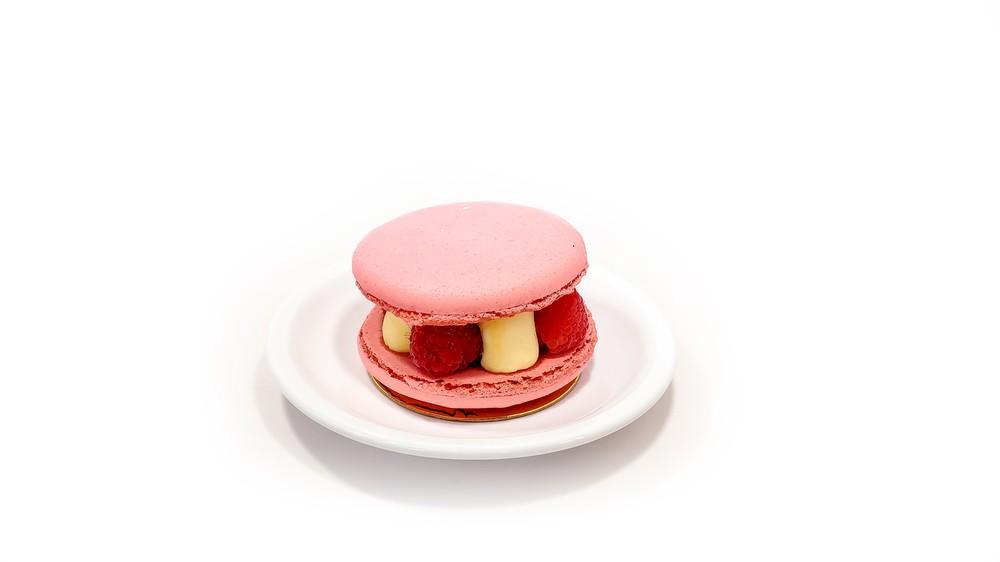 Raspberry macaron