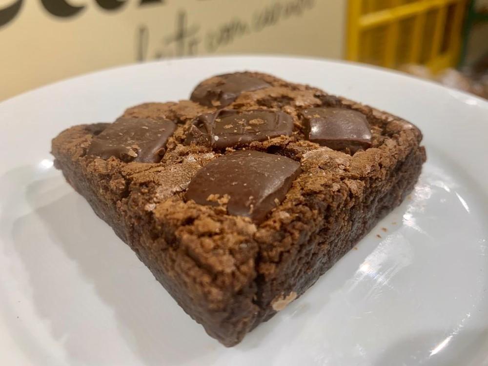 Brownie com pedaços de chocolate preto Unidade