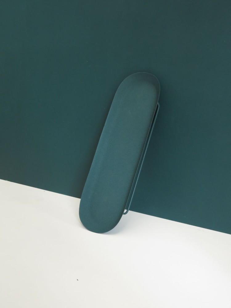 Bandeja metálica azul petróleo Largo 46 cms   |  Ancho  12 cms y Alto 5.5 cms