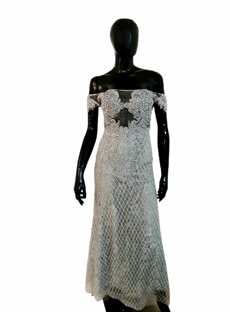 Vestido gris largo de perlas Talla M