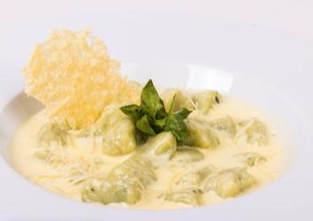 Gnocchi albahaca parmesano