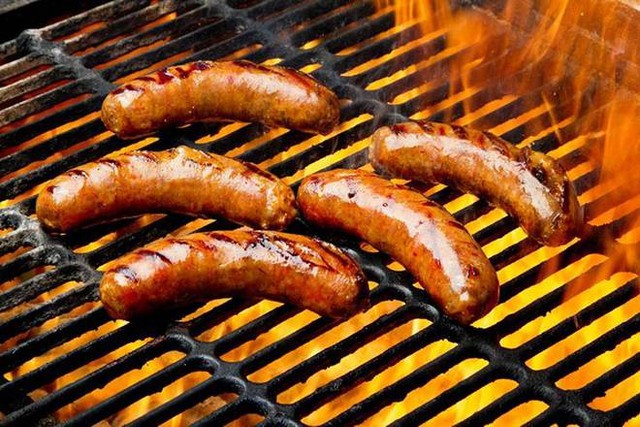 Hot Retail Sausage (4 per package)