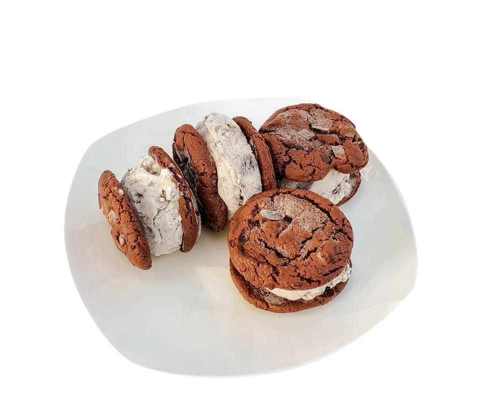Vegan cookies & cream ice cream sandwiches