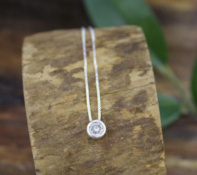 Collar punto de luz Collar de plata fina con un circón de 40cm