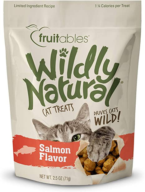 Wildly natural crunchy cat treats salmon