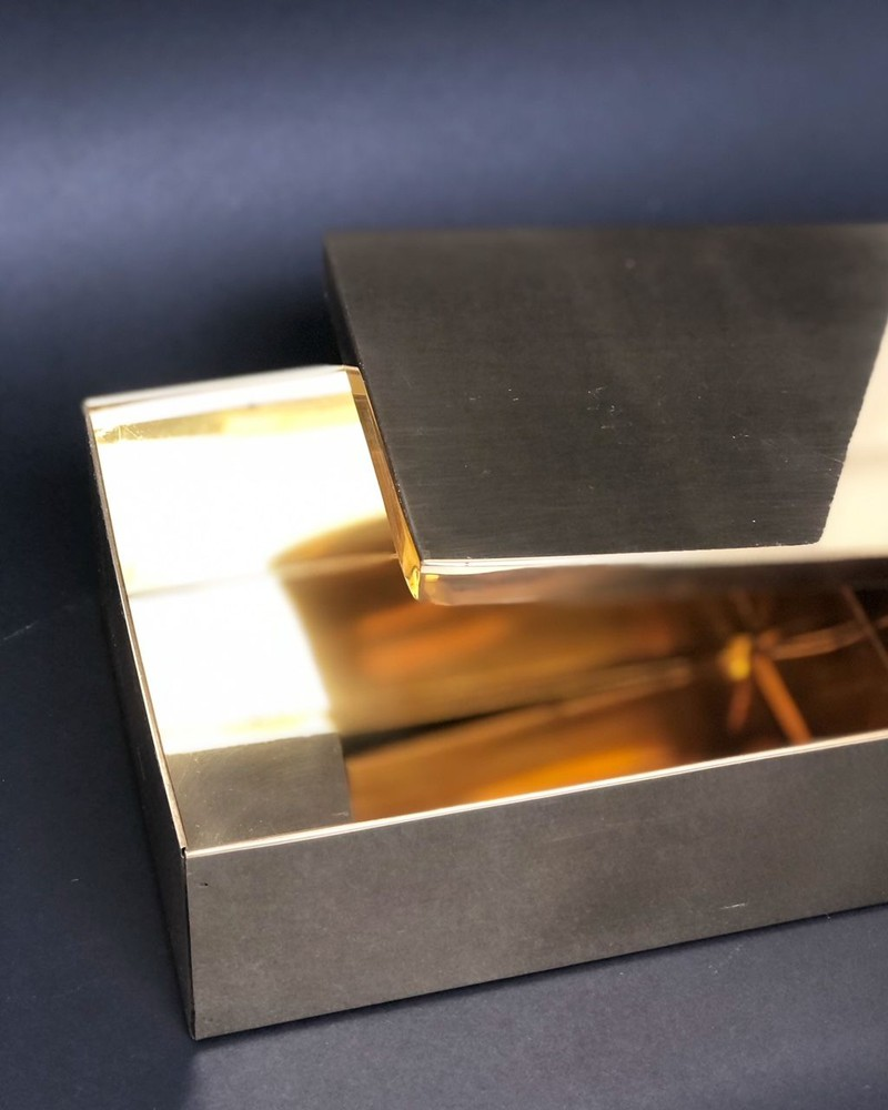 Caja cuadrada oro