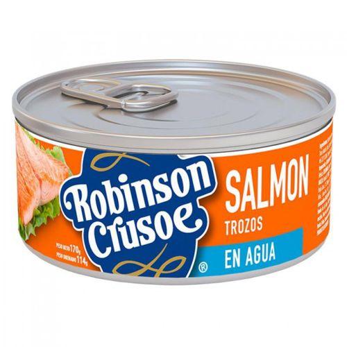Salmón trozos en agua