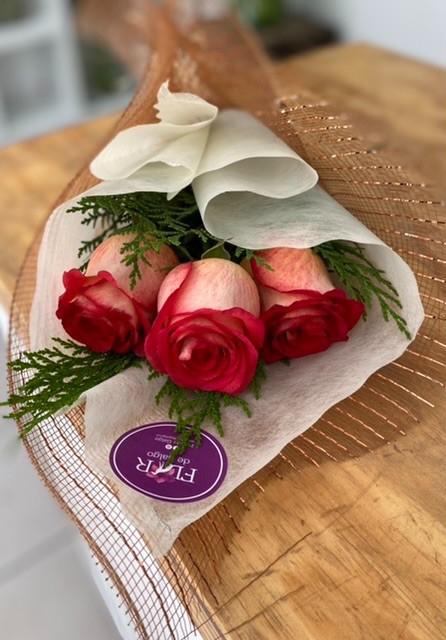 Ramo 3 rosas Un ramo de 500 gramos