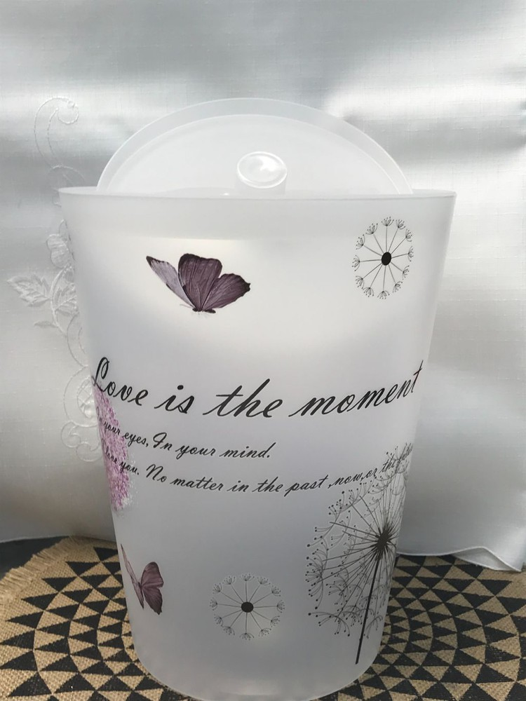 Papelero diseño mariposa.