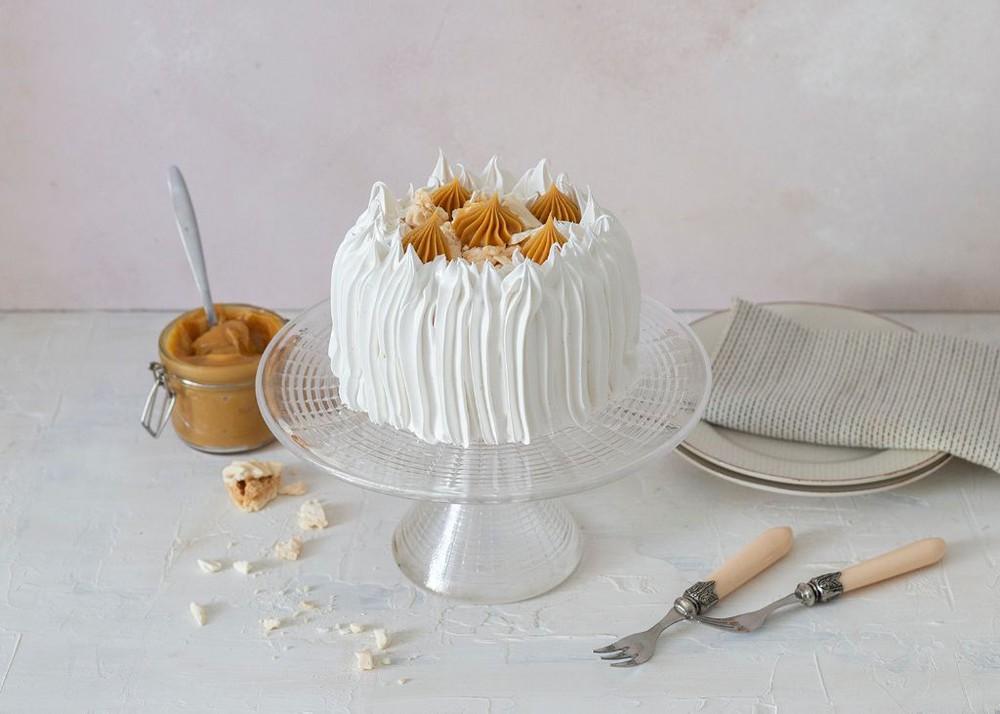Torta de merengue, lúcuma y manjar Para 6 personas