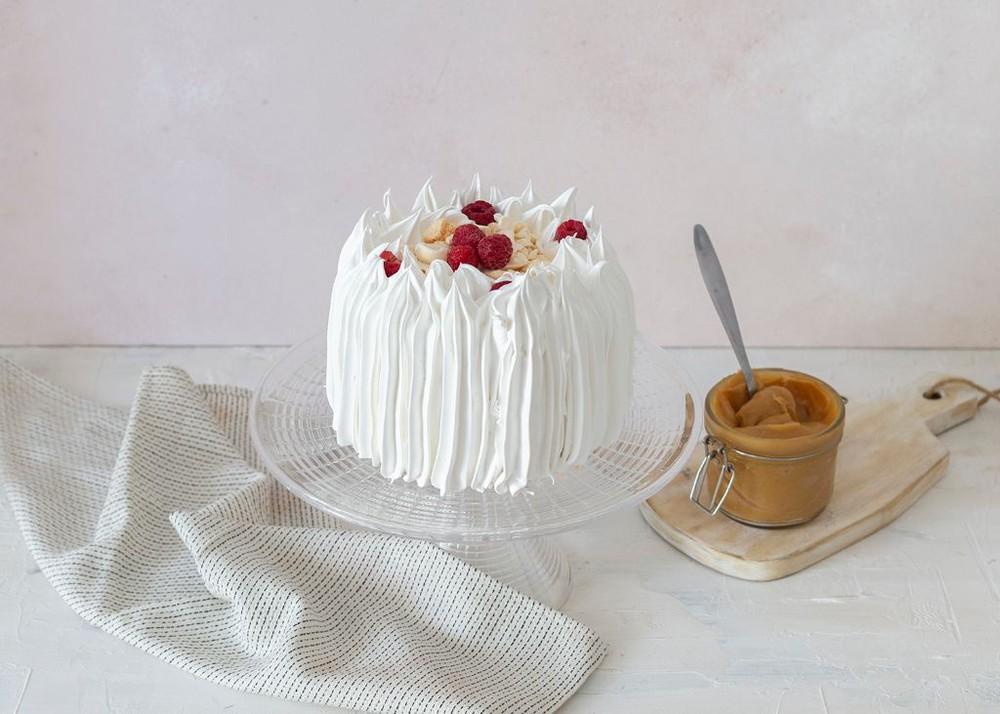 Torta de merengue, frambuesa y manjar Para 6 personas