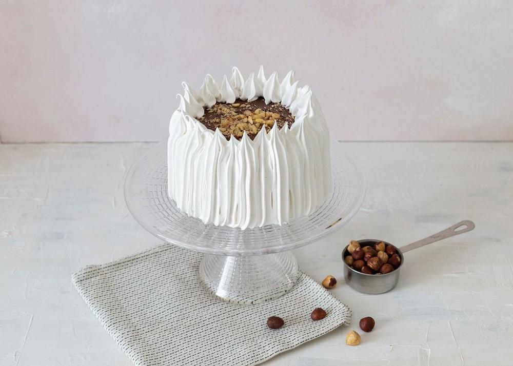 Torta de brownie, nutella, manjar y avellanas Para 6 personas