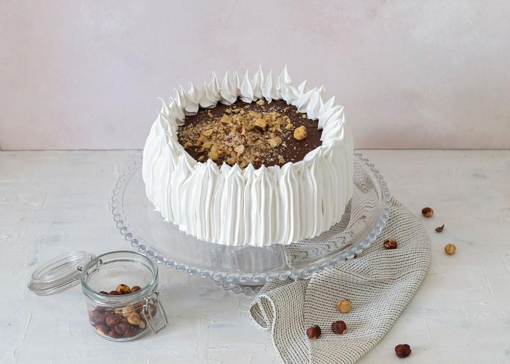 Torta de brownie, nutella, manjar y avellanas Para 15 personas
