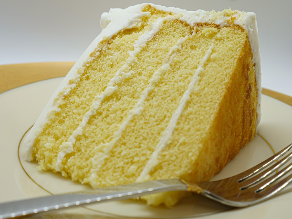 Yellow layer w/vanilla cake slice Slice
