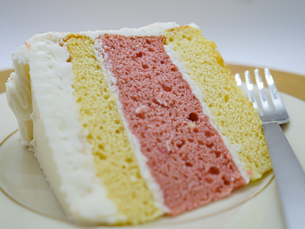 Strawberry crunch cake slice Slice